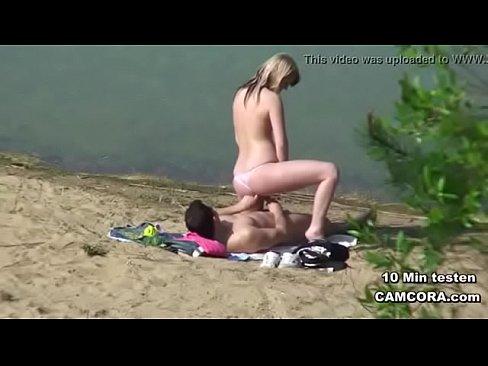 Женщина ебутся на пляже, анальное приключение смотреть