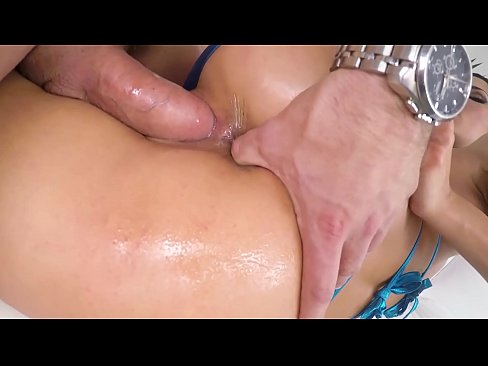 Alexa Tomas gets her asshole dilated by a big cock.