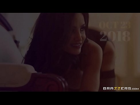Big Tits blonde (Christie Stevens) fucks luck nerd in girls locker room - Brazzers