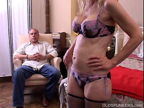 Дедушка ебет внучку ване ебутся смотреть онлайн