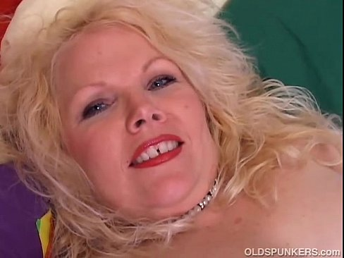 chubby mature women having sex