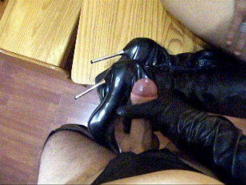 Boot cum gloves high knee latex shaved