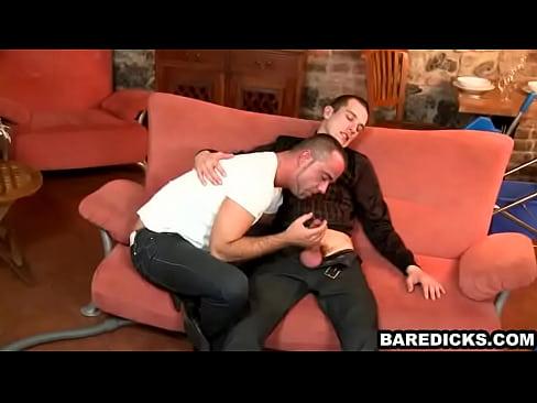 Bottom hunk gives head to a jock