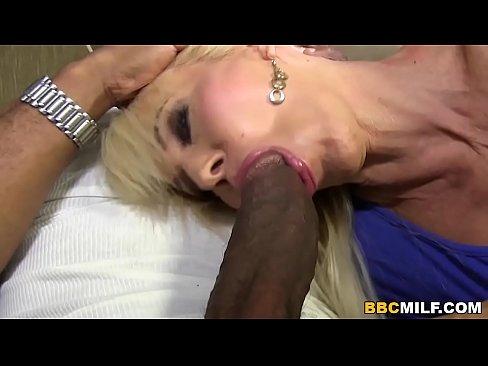 Blonda Are Orgasm Puterni Squirt Cand E Fututa De Un Chelios