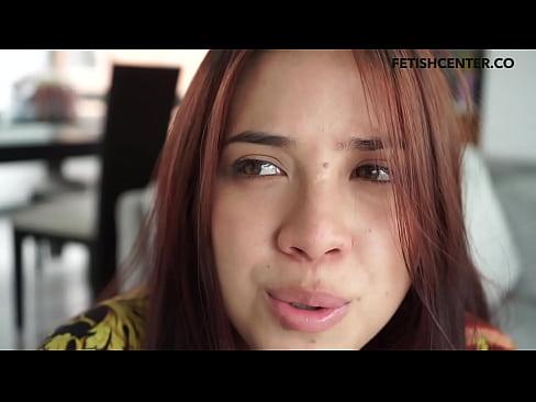 Modelo webcam colombiana nos cuenta su fantasía sexual y luego se masturba intensamente