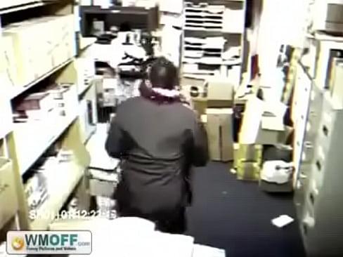 جنس في المخزن ثم ياتي المفاجئة