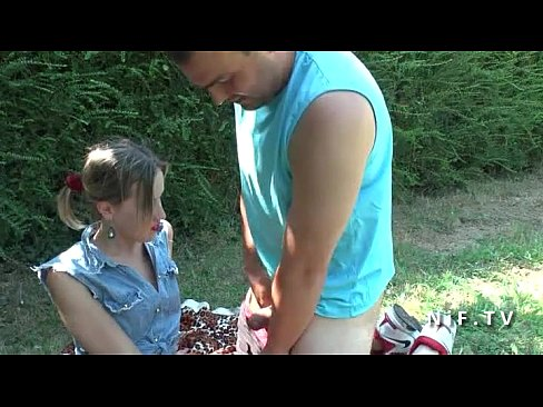 Amateur young french girlfriend slut sucks and fucks in 3way outdoor's Thumb