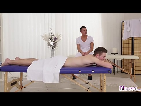 Jeffrey Lloyds enormous cock in 3some