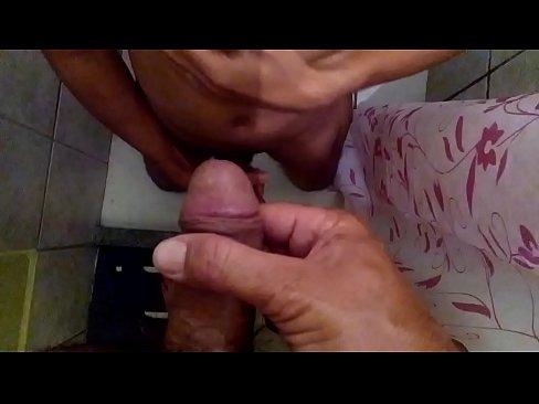 Depois do sexo, um banho de mijo de macho pissing