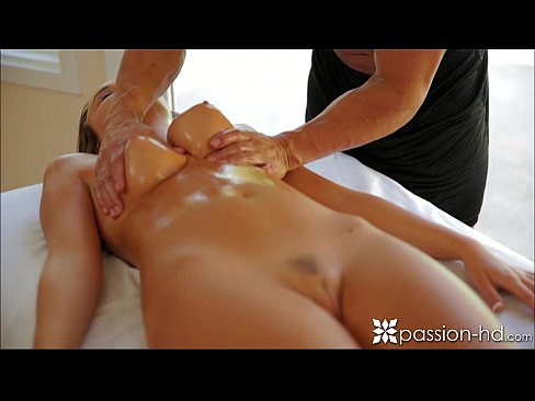 Passion-HD Sexy Babe Gets A Pussy Massage Camsex99