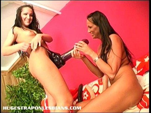 Big strapon big dildo makes her nice squirt