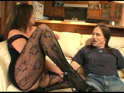 Euro mature in stockings gives oralsex