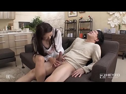 息子の親友のムスコを弄ぶ淫乱マダム - 小早川怜子 1
