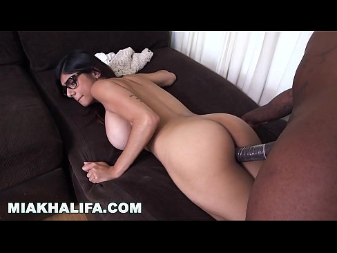 cover video Mia Khalifa   S he S Never Tried Big Black Dic d Big Black Dick Before So She Asks Rico Strong