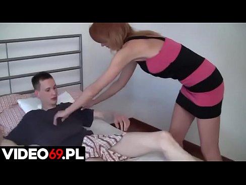 Polskie porno - Dojrzała macocha pokazuje synowi jak wygląda seks z prawdziwą kobietą