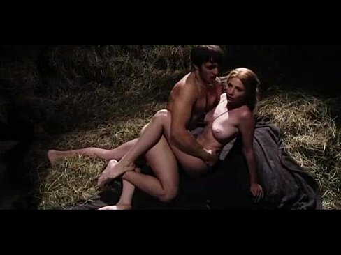 Hot babe maaturbates and squirts creamy