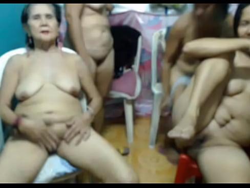 Oosterse oude lijken geven een webcam show om van te kotsen