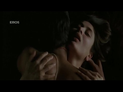 kareena hottest backless sex scene