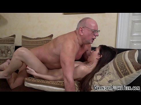 Teen gets face spermed by oldie