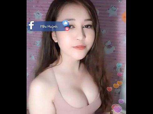 美人で巨乳なベトナムの素人の女の子によるエロ配信!  ※このエロ動画は上記URLよりすぐに無料で見られます。 投稿元: 面白いエロ動画~薔薇エロの人生~