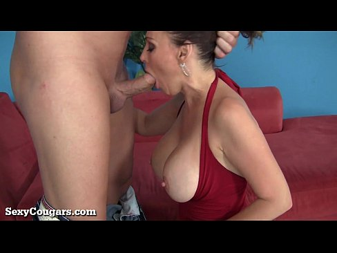 Stranded MILF Gets Taken For a Ride! xnxx porn videos