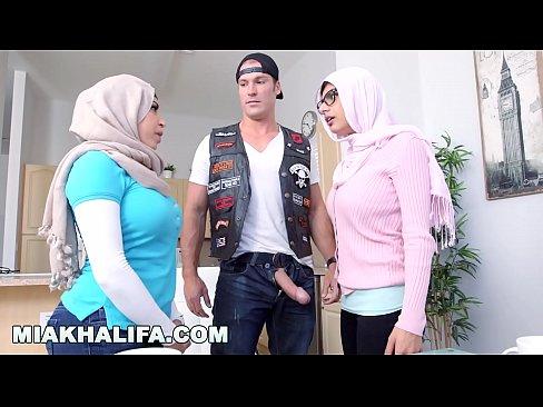 MIA KHALIFA - MILF Stepmom Julianna Vega Tries To pWN Mia'_s Big Dick Infidel Boyfriend's Thumb