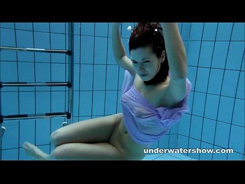 Aneta's sexy body underwater