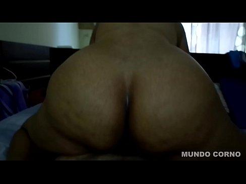 Mulheres casadas fazendo sexo anal e fodendo a buceta com o corno