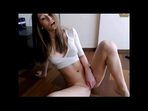 Sexy Young Pretty Girl Gets Naked And Masturbates Xvideos Com