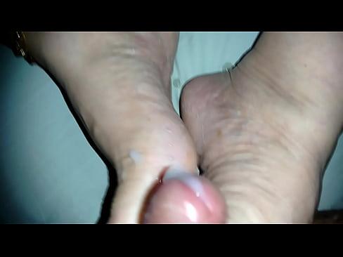 gozada nos pés da esposa