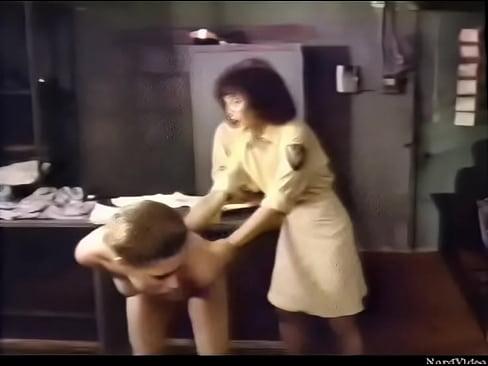 trahaetsya-foto-film-seks-zhenskoy-zone-krasavitsa-drochit