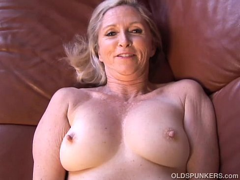 Bangin hot milf sarah plays with her wet pussy