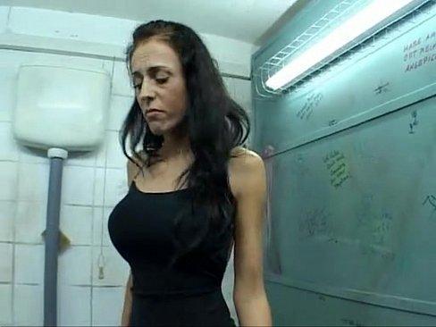 Зашел в туалет выебал телку через дырку #1