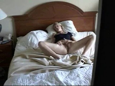 вялое скрытое наблюдение за женой в спальне как часть