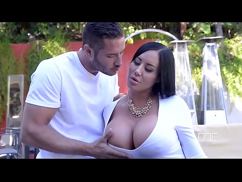 Porn outdoor with beautiful curvy lady and her young neighbor