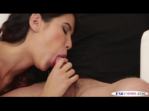 Inked stud plowing pussy during mmf trio