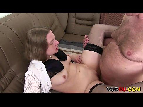 interracial lesben sex in der badewanne