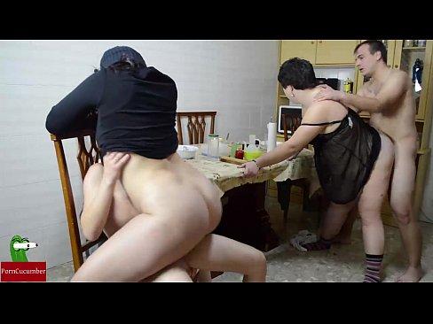 foto-retro-svingeri-doma-massazhist-trahaet-klientku