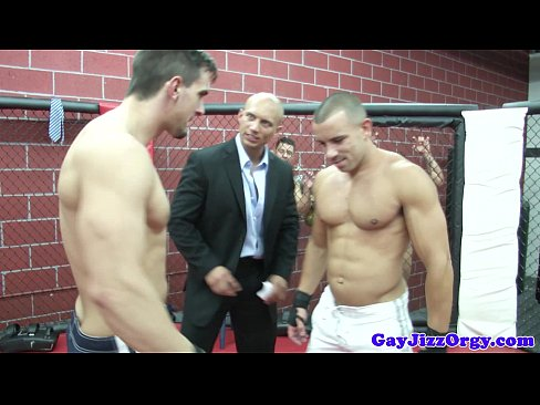 Muscular Hunky Top Being Cock Spoiled With Blowjob