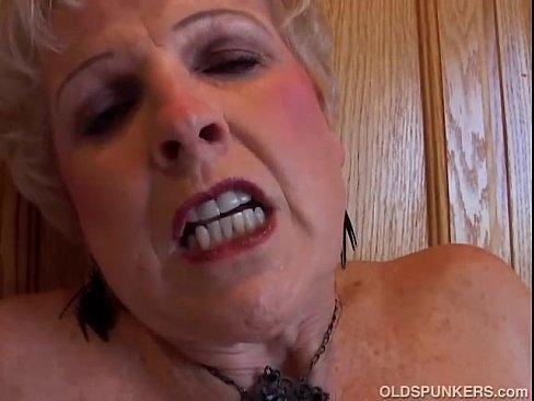 Skinny milf bating her old wet cunt