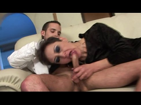 Mature amateurs squirting pussy