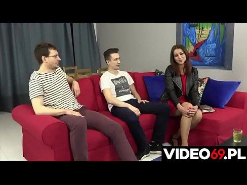 Polskie porno - Dwóch chłopaków posuwa mamuśkę