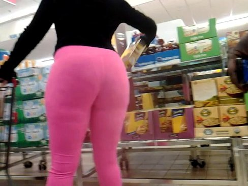 Ghetto booty milf in leggings