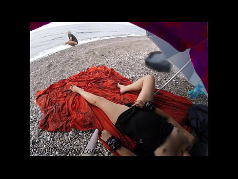 Flashing my pussy in front of a young guy in public beach and he helps me squirt - it's very risky - MissCreamy