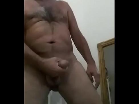 Velho se masturbando
