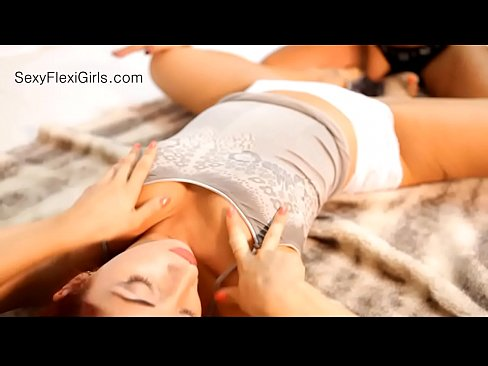 lickin-contortionist-oral-porn-diaz-nude