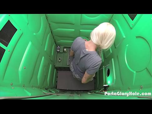 Glory Hole En El Bano.Rubia Descubre Un Glory Hole En El Bano Sexplorador Com