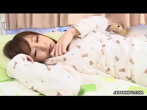 XVIDEO 巨乳娘が寝起きにバイブオナニー