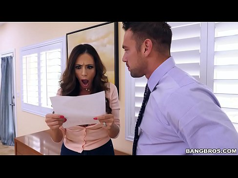 BANGBROS – Latina MILF Squirt Machine Ariella Ferrera Is  On Notice