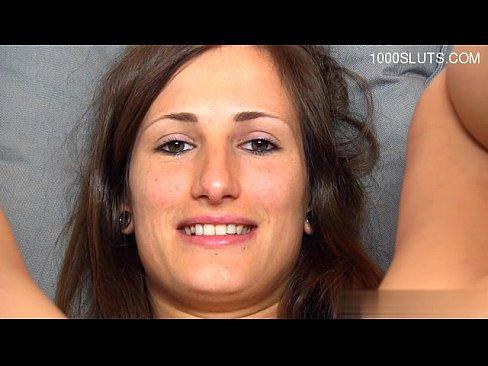 Девка показала вагину, худая стройная русская телка порно